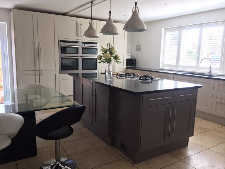 Traditional Painter for Kent, Emma Brown, used her experience to pull all the different colours in this kitchen together.