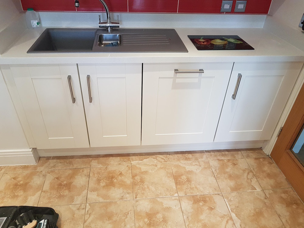 paint a kitchen in Essex new sink unit with dishwasher £400