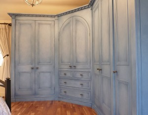 Hand-Painted-Wardrobes-with-Cloudy-Paint-Effect-6
